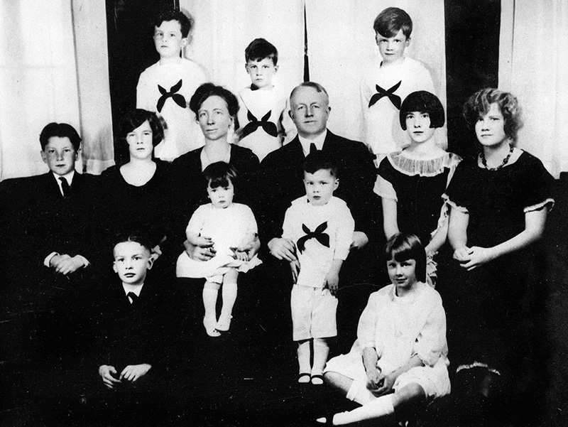 Frank and Lillian Gilbreth with 11 of their 12 children circa 1920s. (Purdue Libraries' Archives and Special Collections)